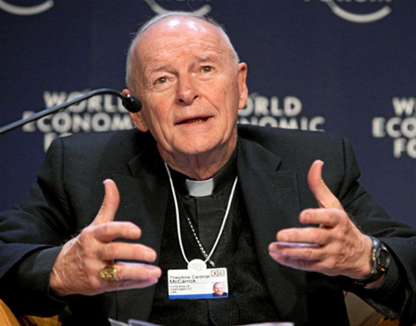 Macierewicz na konferencji z księdzem oskarżonym o pedofilię. I jeszcze się tym chwalił
