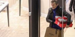Znany aktor kupuje świąteczne prezenty