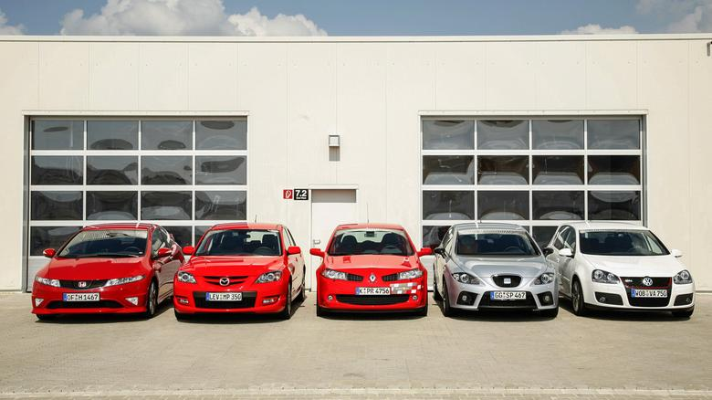 Pięć wspaniałych aut! Każde  z nich zapewnia dużo emocji  okazywanych w różny sposóbl.