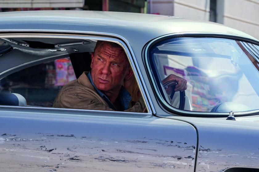 """Daniel Craig zapłakany żegna się z rolą Bonda filmem """"Nie czas umierać"""""""