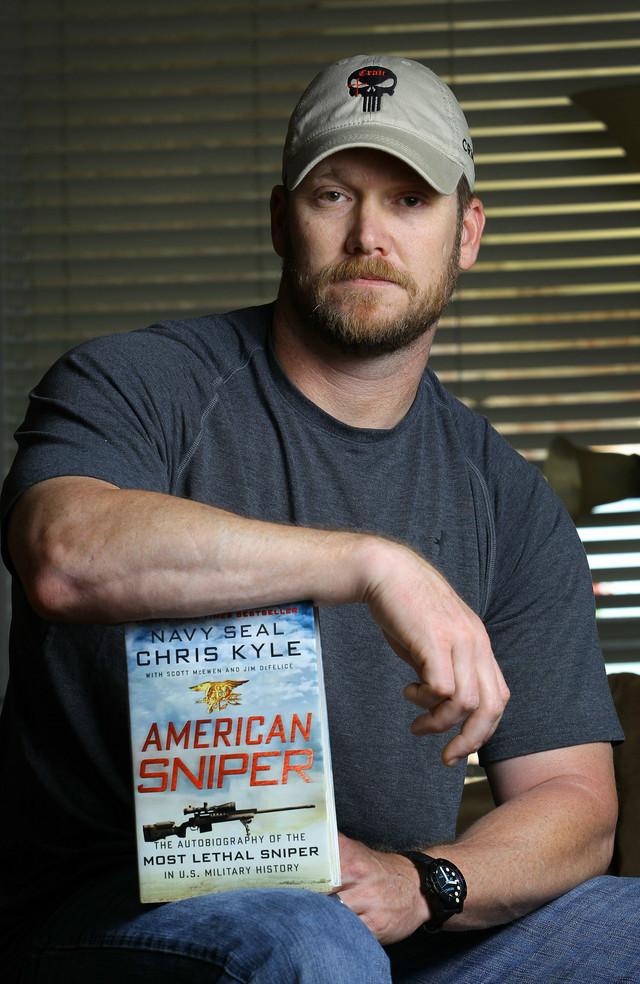 """Kris Kajl je napisao svoje memoare """"American Sniper: The Autobiography of the Most Lethal Sniper in U.S. Military History"""" (Američki snajper: Autobiografija najsmrtonosnijeg snajperiste u vojnoj istoriji SAD)"""