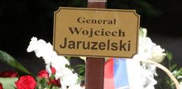 Kto odwiedza grób Jaruzelskiego? FOTO
