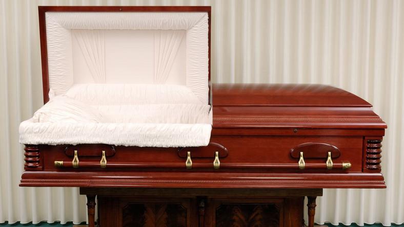 Nie umieraj w marcu... Za mało czasu na nowe karty zgonu
