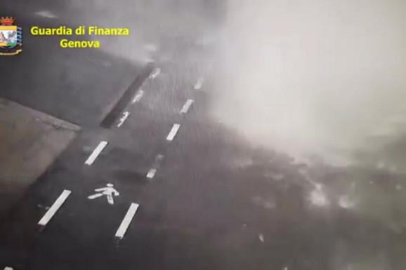 DOSAD NEVIĐENI SNIMAK IZ ĐENOVE Kamera na samom mostu snimila JEZIVO RUŠENJE (VIDEO)