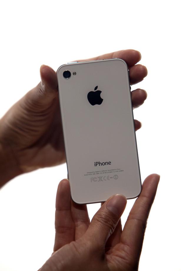 Wprowadzony na rynek w czerwcu 2007 roku telefon iPhone jest najlepiej sprzedającym się produktem Apple'a. Zapewnia około 40 proc. wszystkich przychodów spółki.