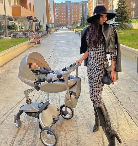 Marina Gagić sa sinom