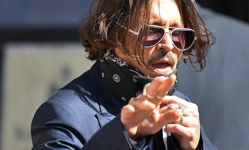 """Johnny Depp """"żonobijcą"""". Aktor przegrał rozprawę sądową"""