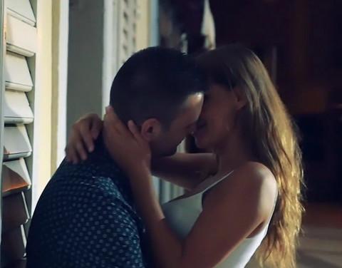 Polugola Šavija se ljubi sa Becom!