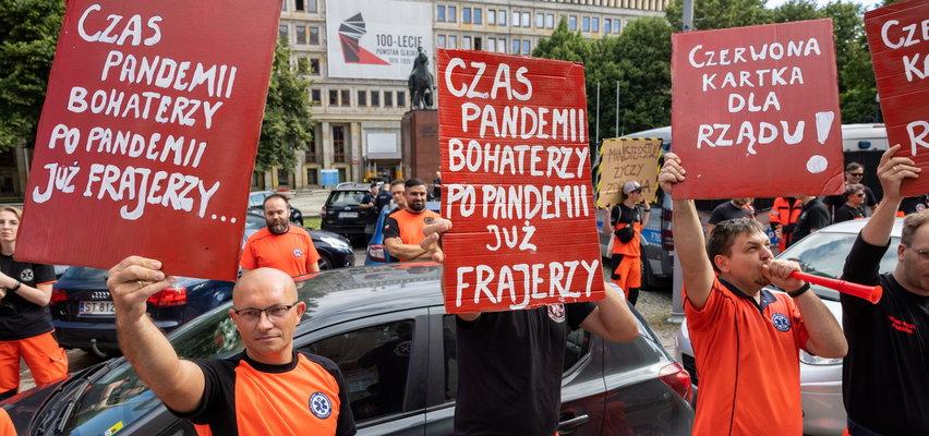 Protest ratowników medycznych w Katowicach. Czego chcą?