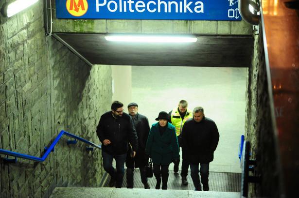 Ewakuacja metra po pożarze pociągu Inspiro