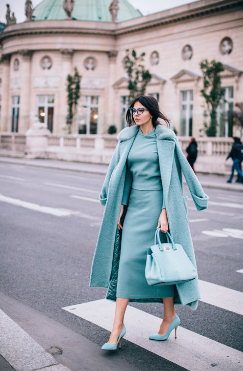This head to toe teal look shows how matching accesories can elevate an outfit