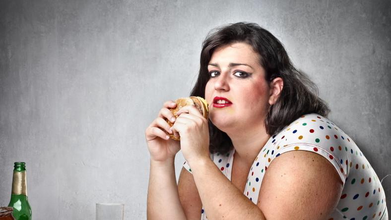 Otyła kobieta. Jedzenie