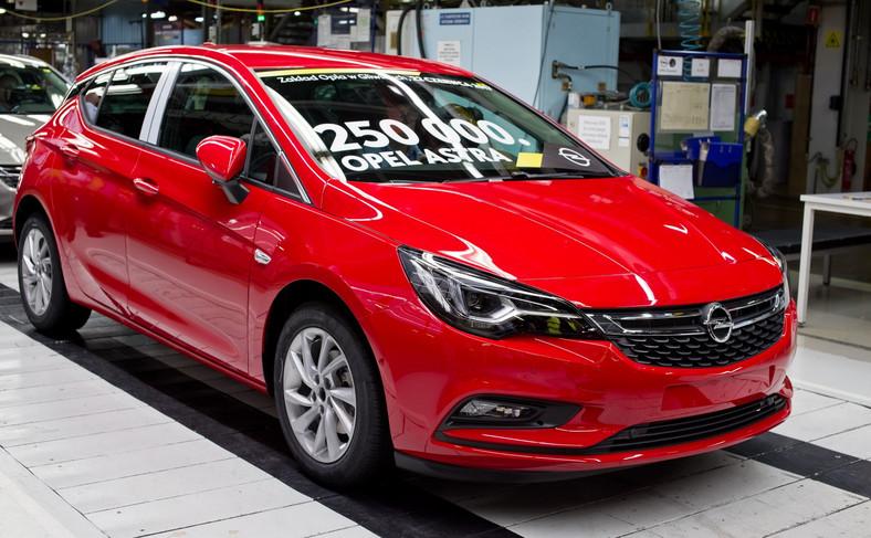 Opel astra 5d numer 250 000