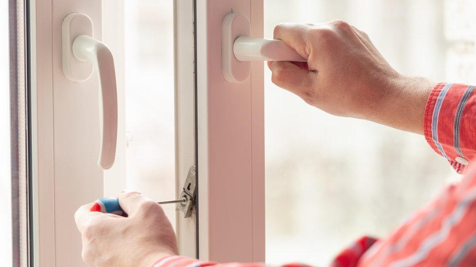 Regulację okien można wykonać samodzielnie -  zoommachine/stock.adobe.com