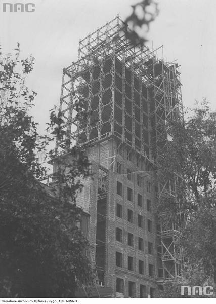 Prudential w budowie. Widoczny szkielet konstrukcyjny budynku  (1932 r.)
