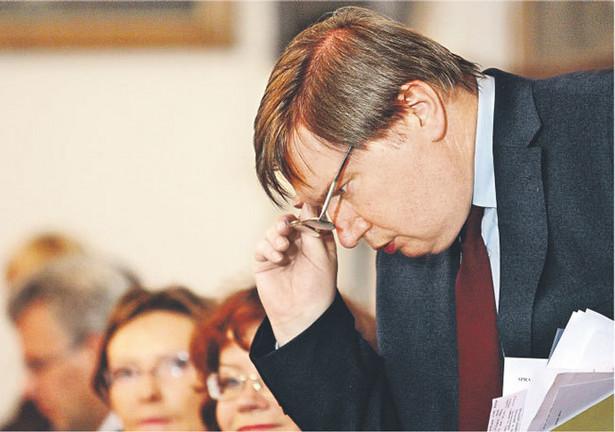 Minister Miller przypatruje się kontraktom zawartym za czasów Grzegorza Schetyny Fot. Jacek Waszkiewicz/Reporter