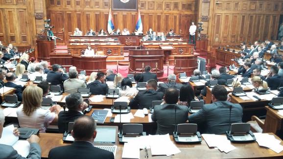 Skupština Srbije usvojila Zakon o konverziji kredita