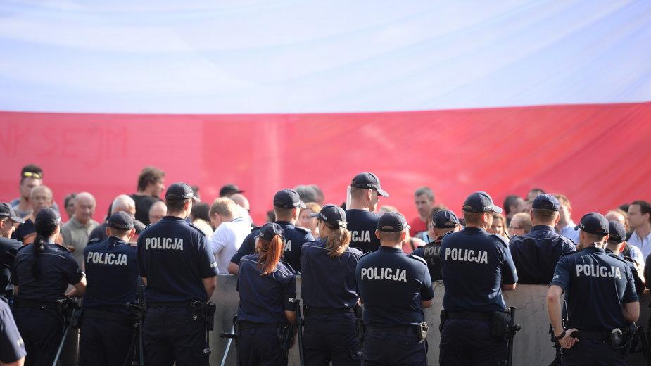 Sytuacja przed Sejmem po uchwaleniu ustawy o Sądzie Najwyższym.