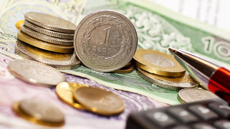 Szacuje się, że kwota wyłudzeń wynosi ponad 270 mln zł