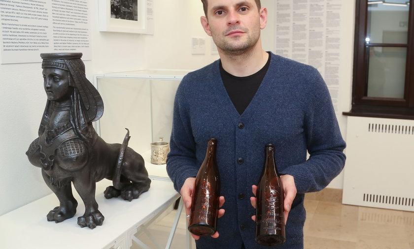 Na zdjęciu Konrad Schiller, kierownik muzeum warszawskiej Woli.