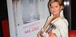 Zgrabne nogi Kasprzyk na premierze książki