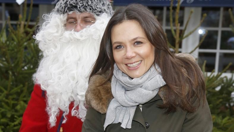 W luźnym stroju i obok Mikołaja zupełnie nie wyglądała na swoje 43 lata!