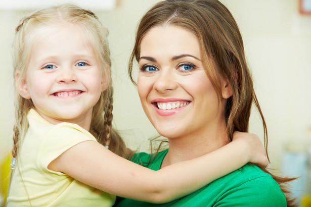 Opiekunowie mogą liczyć na zwolnienie od pracy w związku ze sprawowaniem opieki nad dzieckiem do 14 lat.