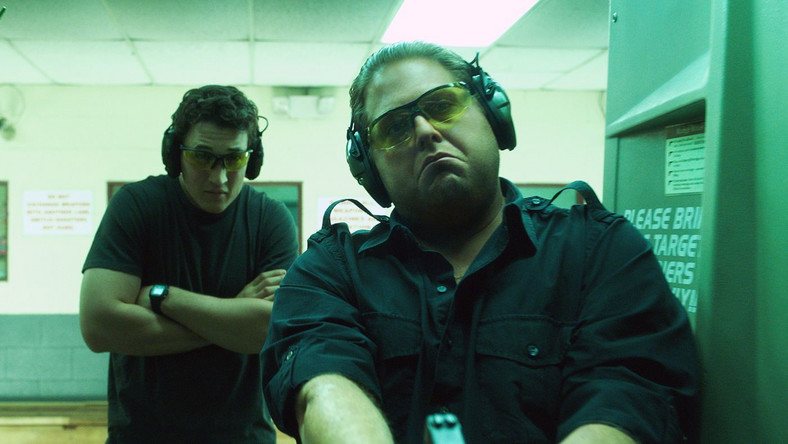 "Miles Teller oraz Jonah Hill w ""Rekinach wojny"""
