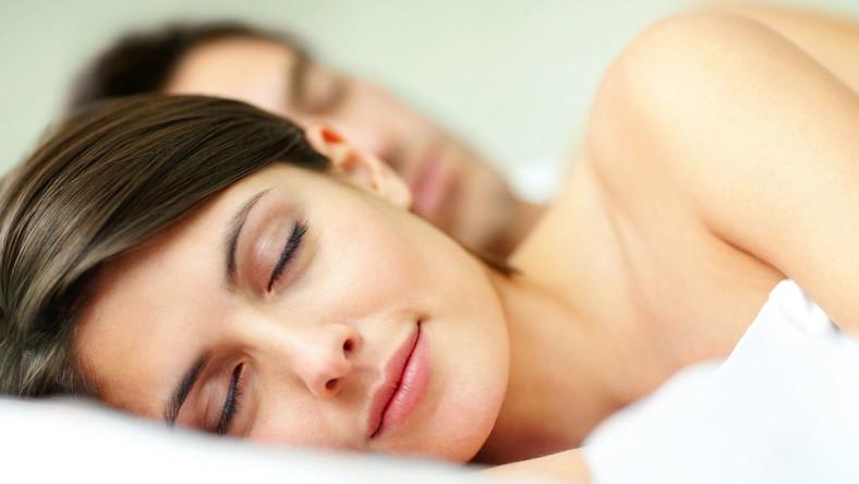 Leki na bezsenność i środki uspokajające z apteki to ostateczność. Jeśli masz problemy ze snem, najpierw skorzystaj z naturalnych metod. Zmień nieco swoje wieczorne menu