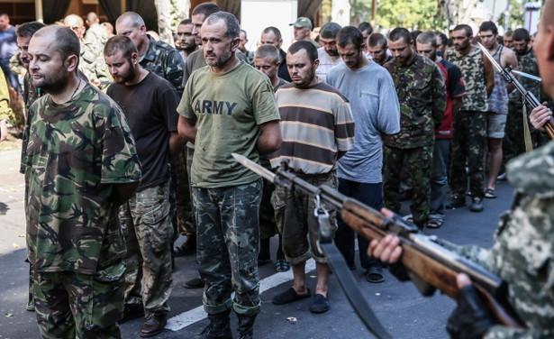 Separatyści urządzili defiladę jeńców w Doniecku