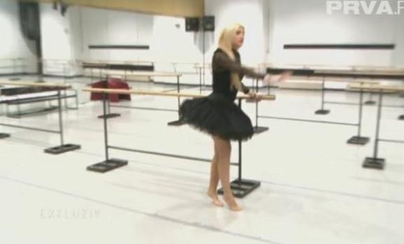 Jovana Tipšin uči balet
