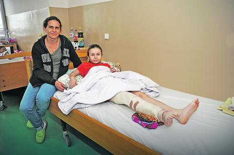 Nije se plašila: Vanja Milenković (11) nakon operacije sa majkom Sanjom