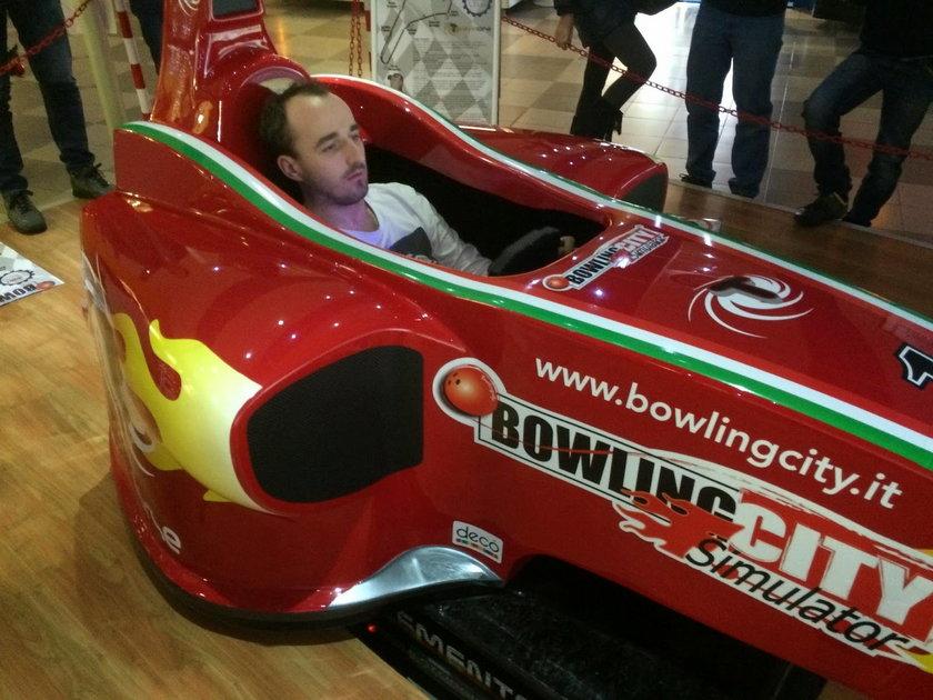 Jeździ na specjalnym symulatorze, ale nie zamierza startować w wirtualnych wyścigach.