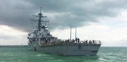 Niszczyciel zderzył się z tankowcem. 10 marynarzy zaginęło, 5 rannych