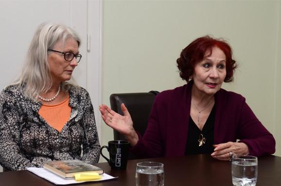 Kirsti Blom i Vida Ognjenović danas na konferenciji u Srpskom PEN centru