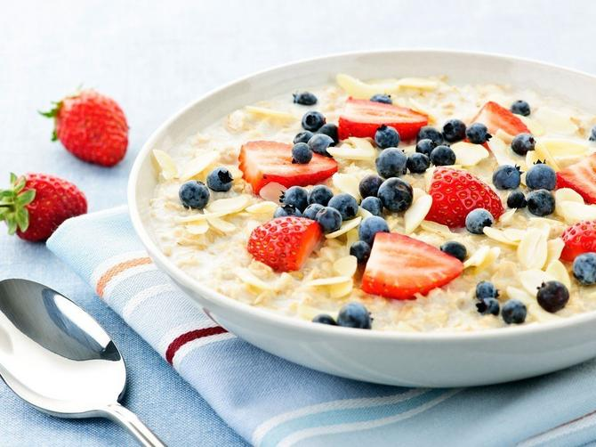 Važi za jako NEZDRAVU HRANU, a naučnici tvrde da je bolji doručak od ovsenih pahuljica: Ujutru pojedite OVO SLASNO PARČE i bićete siti do ručka!