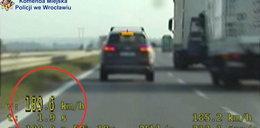 Nie do wiary! Co wyprawia ten kierowca?