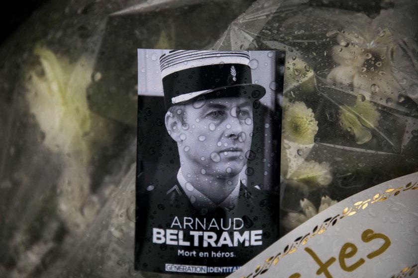 Policjant, który oddał życie za zakładniczkę, wziął ślub na łożu śmierci