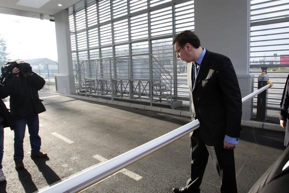 Vučić će danas prisustvovati otvaranju saobraćajnice