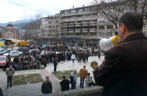 Treći dan štrajka - ispred Skupštine opštine