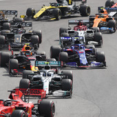 LETELE VARNICE Trka Formule 1 puna incidenata, ŽESTOK SUKOB Fetela sa timskim kolegom, Hamiltonu preti KAZNA /VIDEO/