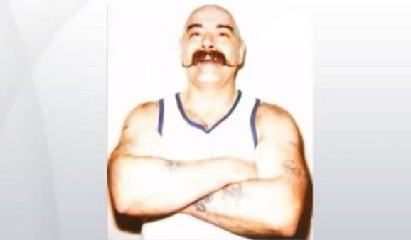 Majkl Peterson, poznat kao Čarls Bronson, a od skora kao Čarls Salvador