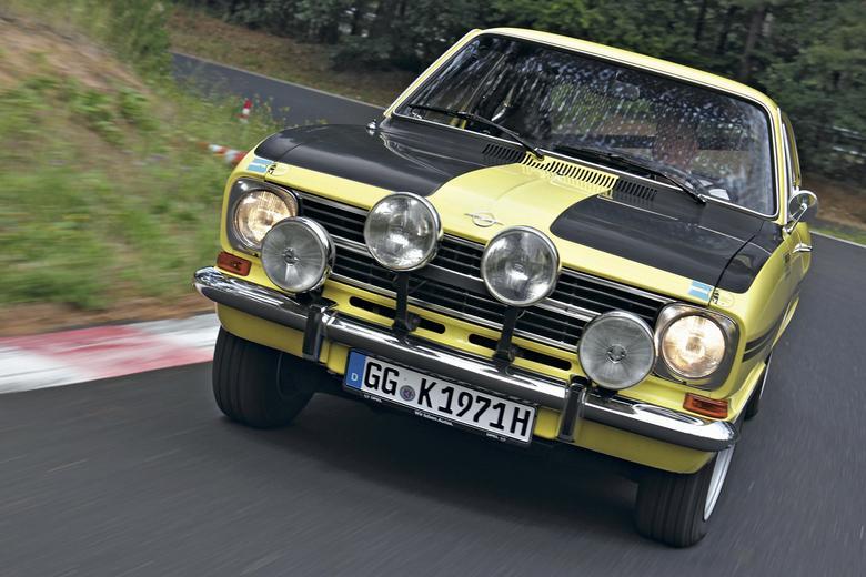 Kadett Rallye był czystą prowokacją – z opcjonalnym silnikiem o pojemności 1,9 litra nawet bardzo szybką!