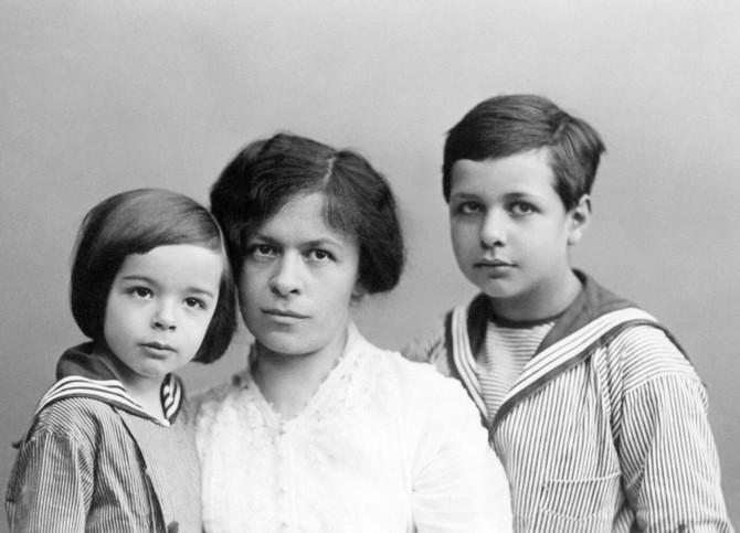 Mileva Marić Ajnštajn sa sinovima