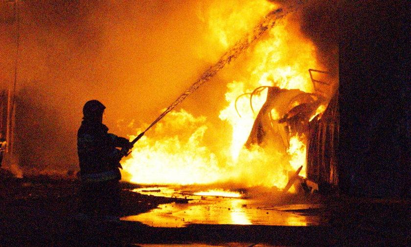 Strażacy gasili pożar zajazdu w Słostowicach