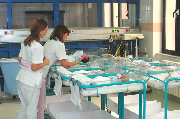 Više beba u srpskim porodilištima
