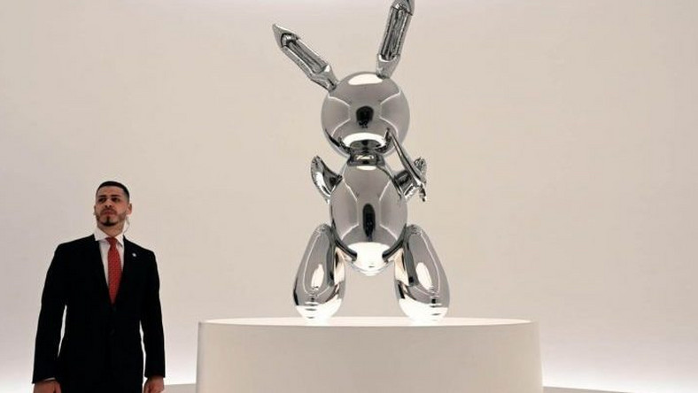 Koons sculpture smashes record for work by a living artist