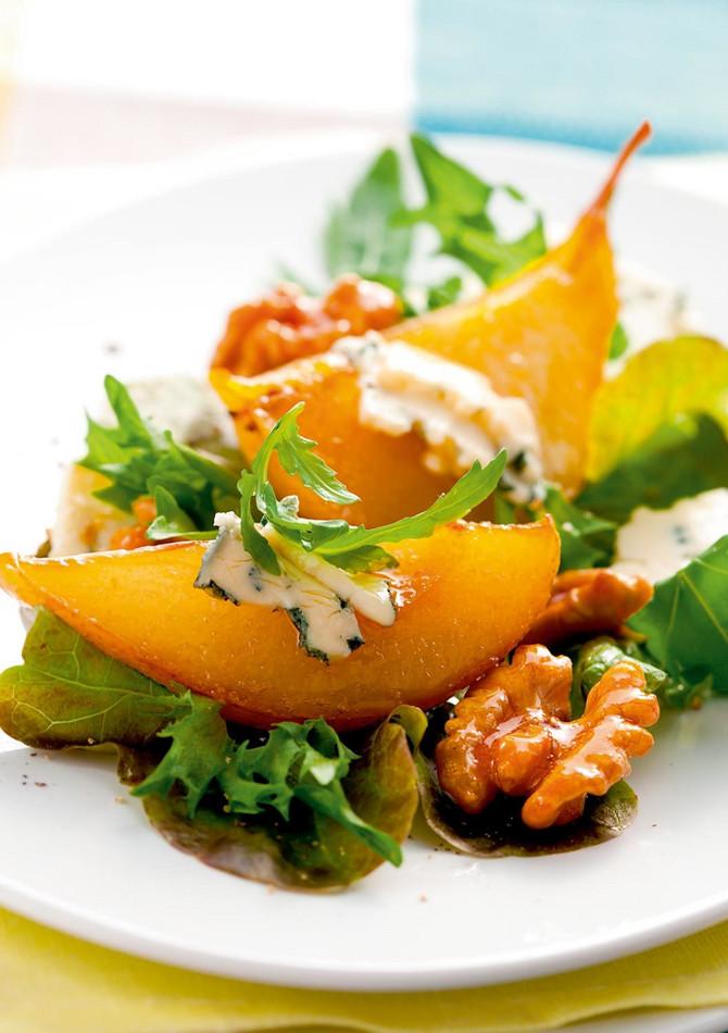 21814_karamelizovane-kruške-stock-photo-salad-with-caramelized-pears-walnuts-and-blue-cheese-shutterstock_61855252