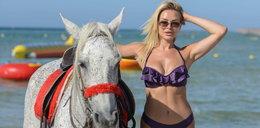 Polska modelka w bikini na koniu