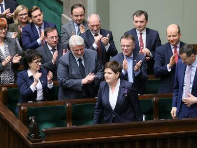 Rząd premier Beaty Szydło utrzyma się przy władzy. Wniosek o wotum nieufności został odrzucony